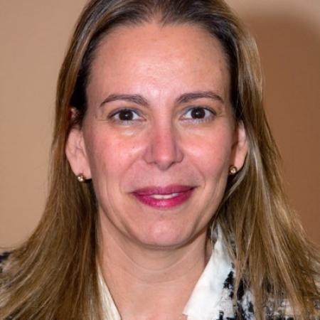 Dña. Ana Suárez Calvo